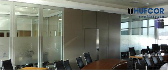 Velika sejna soba z steno Movista