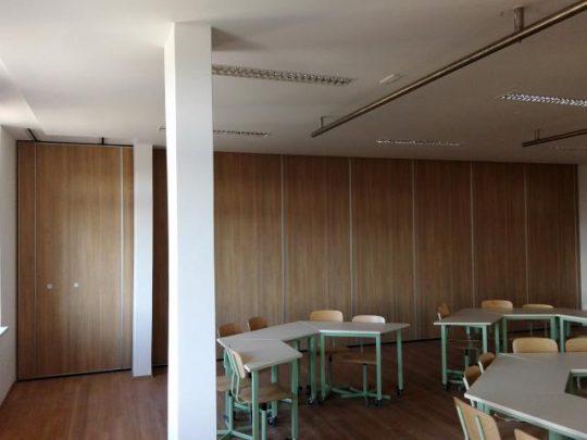 Stena je postavljena in pregrajuje učilnico
