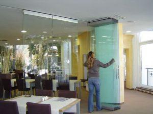 Slika Steklene stene na parikirišču