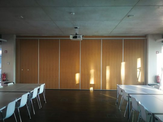 Postavljena premična stena